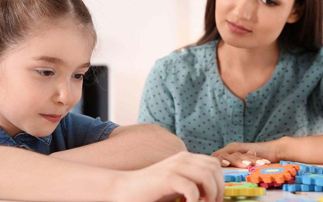 Terapias comportamentais ajudam jovens autistas a navegar situações do cotidiano